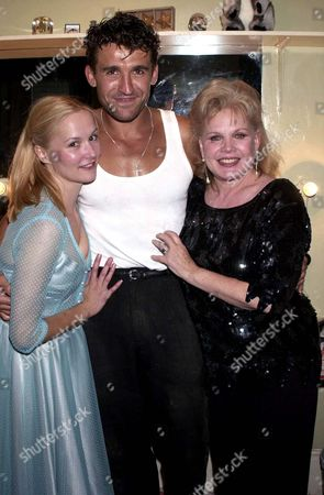 CARROLL BAKER AT THE FIRST NIGHT OF BABY DOLL WITH THE CAST CHARLOTTE EMMERSON AND PAUL BRENNEN AT THE ALBERY THEATRE LONDON BRITAINAN