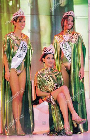 Miss Turkey 2000. From left to right: Gamze Ozcelik (2nd), Yuksel Ak (Miss Turkey) and Cansu Dere (3rd).