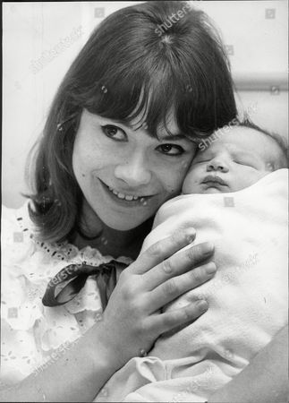 Actress Heather Sears With New Son Dominic Ross At Queen Charlotte's Hospital Hammersmith Heather Christine Sears: (28 September 1935 Oo 3 January 1994) Was A British Stage And Screen Actress.