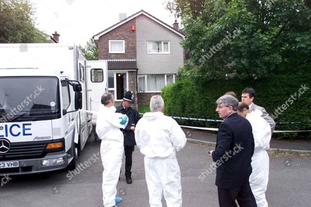 MOCHRIE FAMILY MURDERS,BARRY,WALES-Police preparing to enter the house in Rutland Close