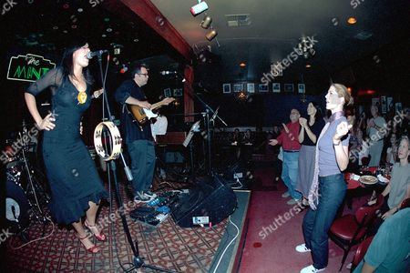 """KATE CEBERANO ON STAGE AT """"THE MINT"""" WITH JENNA ELFMAN IN THE AUDIENCE IN LOS ANGELES AMERICA"""