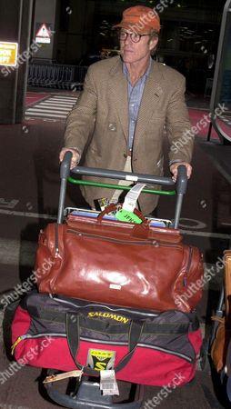 ROBERT REDFORD ARRIVING AT HEATHROW AIRPORT LONDON BRITAIN