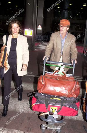 ROBERT REDFORD AND GIRLFRIEND SIBYLLE SZAGGARS ARRIVING AT HEATHROW AIRPORT LONDON BRITAIN
