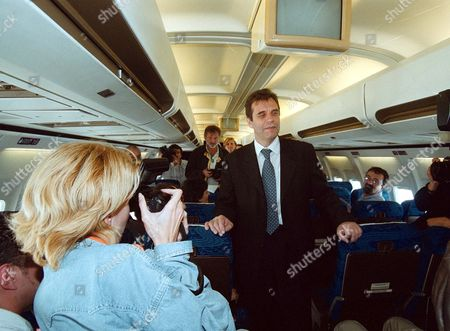 THE NEW YUGOSLAVIAN PRESIDENT VOJISLAV KOSTUNICA HAVING HIS PHOTOGRAPH TAKEN ON AN AIRCRAFT