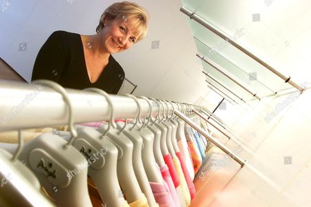 KIM WINSER AT THE NEW PRINGLE OF SCOTLAND KNITWEAR HQ IN LONDON TODAY (SHE FORMERLY WORKED FOR MARKS AND SPENCERS) BRITAIN
