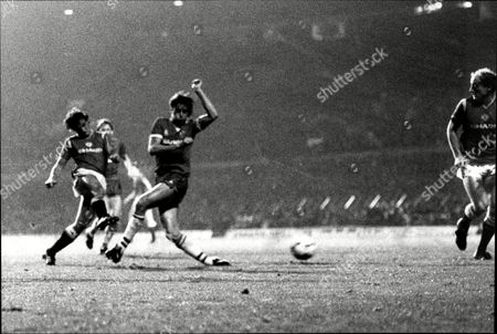 Manchester United V Everton (1-2) Kevin Moran Shoots And Alan Brazil Deflects The Shot For The 1st Goal.