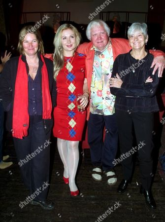 FILM DIRECTOR KEN RUSSELL AND HIS 3 PREVIOUS / EX- WIVES. L-R: VIVIEN JOLLY (SECOND WIFE), HETTY BAINES (3RD WIFE), SHIRLEY KINGDOM (1ST WIFE), AT THE COBDEN CLUB, LONDON BRITAIN