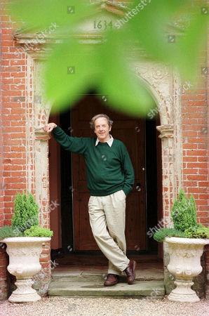 SIR MALCOLM BRADBURY WRITER, AT BROCKDISH HALL, NORFOLK, BRITAIN