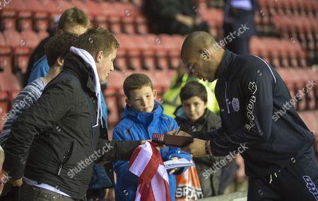 Oguchi Onyewu of QPR signs autographs for fans