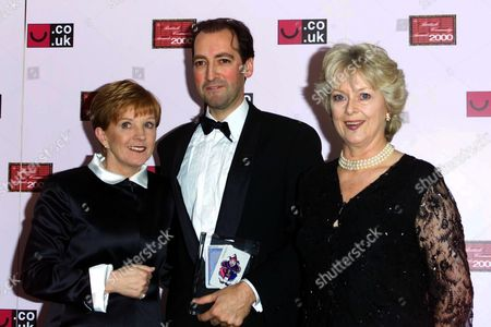 ALISTAIR MCGOWAN WITH ANNE ROBINSON AND JUDITH KEPPEL AT THE BRITISH COMEDY AWARDS 2000 LONDON, BRITAIN