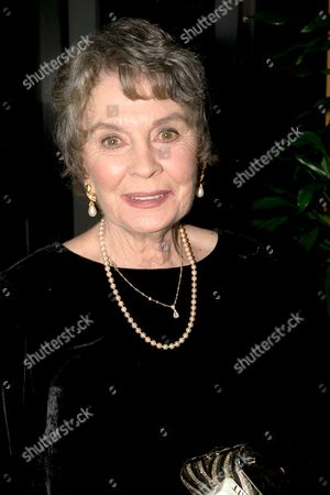 JEAN SIMMONS AT THE COMEDY AWARDS 2000. LONDON, BRITAIN