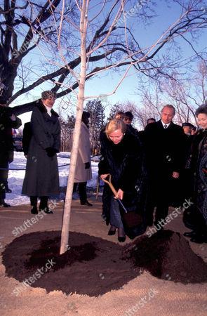 LUDMILLA PUTIN WIFE OF RUSSIAN PRESIDENT VLADIMIR PLANTING MAPLE TREE , OTTAWA, CANADA