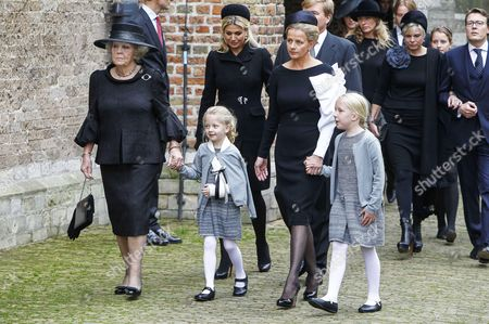 Princess Beatrix, Princess Mabel and Countess Zaria and Countess Luana with Queen Maxima and King Willem-Alexander
