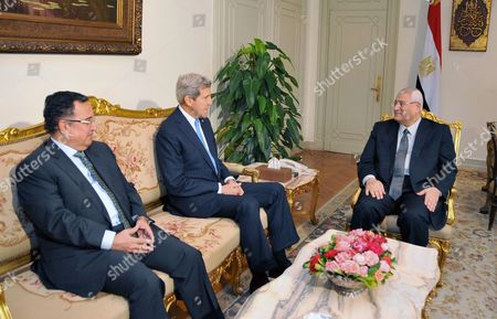 Egypt's interim President Adly Mansour (R) meeting with United States Secretary of State John Kerry (C) and Egyptian Foreign Affairs Minister Nabil Fahmy (L)