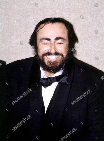 LUCIANO PAVAROTTI AT JO DIMAGGIO AWARD DINNER IN HIS HONOUR, NEW YORK, AMERICA. - 00/01/01