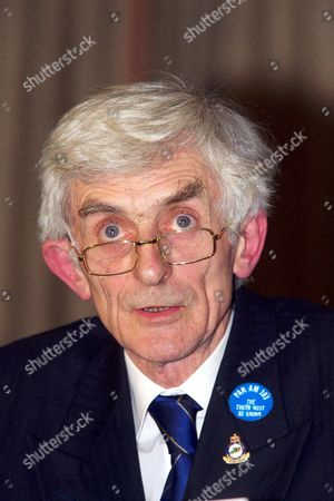 Stock Image of DR. JIM SWIRE, SPOKESMAN FOR THE UK FAMILIES- FLIGHT PAN AM 103 LOCKERBIE AIRCRASH GROUP GIVES PRESS CONFERENCE AT THE HILTON HOTEL IN LONDON. BRITAIN 01/02/01