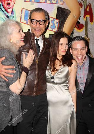Mary Beth Peil, Jeff Goldblum, Mia Barron, Robin De Jesus