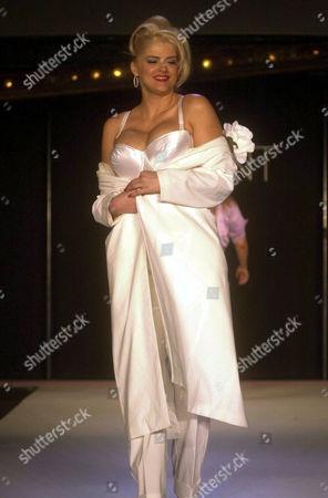 a01a96526 Anna Nicole Smith Foto editorial - Imagem de banco