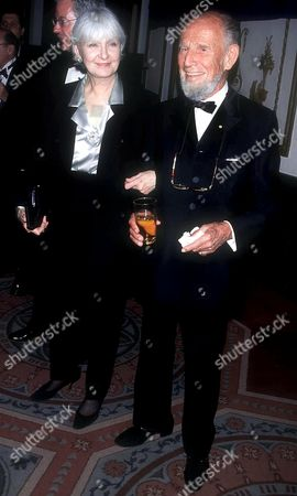 HUME CRONYN AND JOANNE WOODWARD AT THE MUSEUM OF TV & RADIO 50TH ANNIVERSARY OF GALA , NEW YORK, AMERICA - 02/01