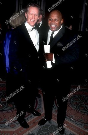 JAMES WOODS AND CHARLES DUTTON AT THE MUSEUM OF TV & RADIO 50TH ANNIVERSARY OF GALA , NEW YORK, AMERICA - 02/01