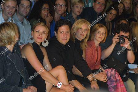 Kim Cattrall, Darren Star, Susan Hill, Cynthia Nixon at the Spring 2002 House of Field Fashion Show on September 8, 2001 as part of New York's Mercedes-Benz Fashion Week in Bryant Park.  Manhattan, New York  Photo® Matt Baron/BEI