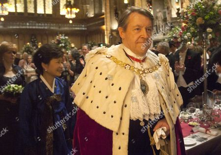 The Lord Mayor Roger Gifford walks in Procession through the Great Hall
