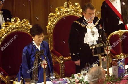 Stock Picture of The President of Korea Park Geun-hye and the Lord Mayor Roger Gifford in the Great Hall