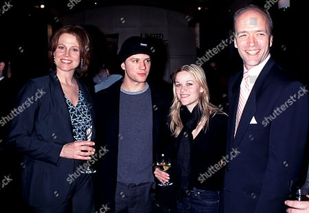 SIGOURNEY WEAVER , RYAN PHILLIPPE , REESE WITHERSPOON AND DOUG MCGRATH