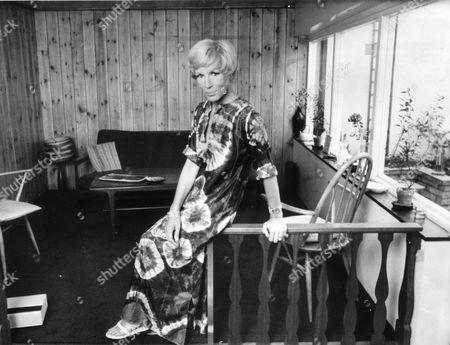 Yootha Joyce Actress Wearing Typical 1970's Fashion (tie-dye Tunic Dress) At Her Home. Original Held At Kensington.