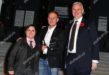 Susan Calman and CEO of Stonewall Ben Summerskill present the Entertainer of the Year award to Antony Cotton