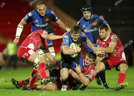 Hugh Gustafson is tackled by Richard Kelly, Craig Price and Adam Warren