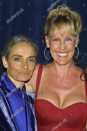 Editorial picture of 1ST ANNUAL CRYSTAL GLOBE AWARDS HONOURING ERIN BROCKOVICH, BEVERLY HILTON HOTEL, LOS ANGELES, AMERICA - 01 MAY 2001
