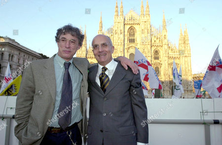 """GABRIELE ALBERTINI (MAJOR OF MILAN) WITH UMBERTO BOSSI LEADER OF THE PARTY """"LEGA NORD"""" IN FRONT OF THE DUOMO IN MILAN - 11 MAY 2001"""
