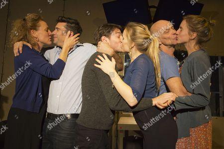 Alwin Pulinckx, Roeland Fernhout and Hugo Koolschijn as Johan and Suzanne Grotenhuis, Hadewych Minis and Janni Goslinga as Marianne