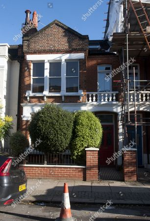 11 11 12 The London Southfields Home Of George Entwistle Who Resigned On Saturday Night From His Role As Director General Of The Bbc  See Story