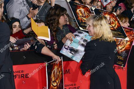 Amanda Plummer with fans