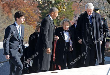 United States President Barack Obama, Former U.S. President Bill Clinton and Ethel Shakel Kennedy at the gravesite
