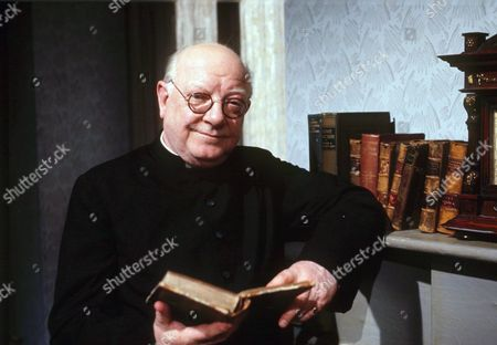 ARTHUR LOWE IN THE TV PROGRAMME BLESS ME FATHER 1979