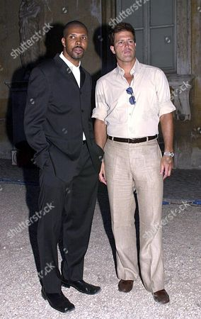 PINO LANCETTI HAUTE COUTURE FASHION SHOW AUTUMN / WINTER COLLECTION 2001 / 2002 - ERIQ LASALLE WITH WALDO SANCHEZ (A STYLIST WHO HAS WORKED WITH GEORGE CLOONEY)