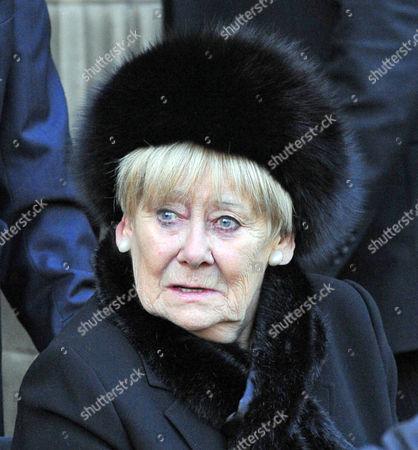Coronation St Actor Bill Tarmey Funeral At Albion United Reform Church Ashton Under Lyne Manchester. Liz Dawn In Attendance.