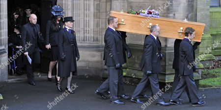 Coronation Street Actor Bill Tarmey Funeral At Albion United Reform Church Ashton-under-lyne Manchester.- Coffin Leaves After The Service.