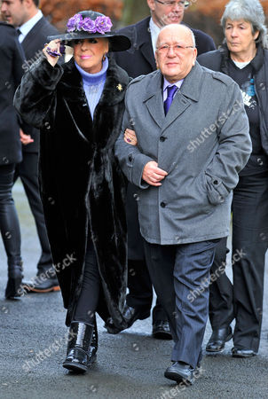 Coronation Street Actor Bill Tarmey Funeral At Albion United Reform Church Ashton-under-lyne Manchester.- Julie Goodyear And Roy Barraclough.