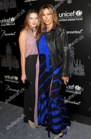 Tea Leoni and Madelaine West Duchovny