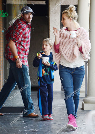 Editorial photo of Britney Spears and family out and about in Thousand Oaks, Los Angeles, America - 07 Dec 2013