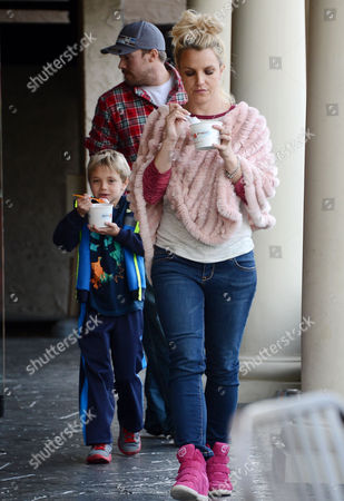 Editorial image of Britney Spears and family out and about in Thousand Oaks, Los Angeles, America - 07 Dec 2013