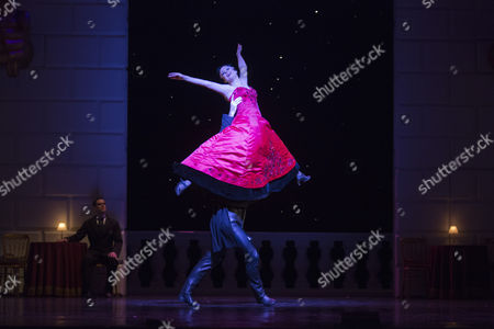 Jonathan Ollivier as The Swan and Madelaine Brennan as The Queen