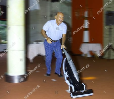 STIRLING MOSS DURING A VACUUM CLEANER RACE