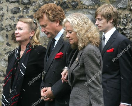 Juliet Mills Jonathan Mills And Hayley Mills Attend The Funeral Service Held For Their Father Sir John Mills On April 27 2005 In Denham Buckinghamshire. Juliette Mills Crispian Mills Jonathan Mills Hayley Mills.