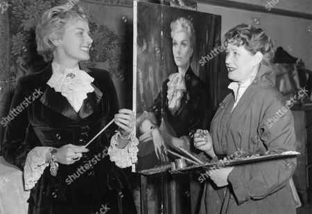 Actress Ann Todd Having Her Portrait Painted By Anna Kinkeisen At Her Studio In South Kensington.