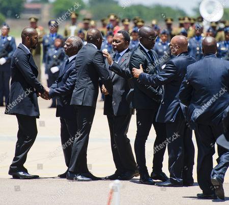 President Jacob Zuma, Kgalema Motlanthe and Thabo Mbeki talk to the Mandela family